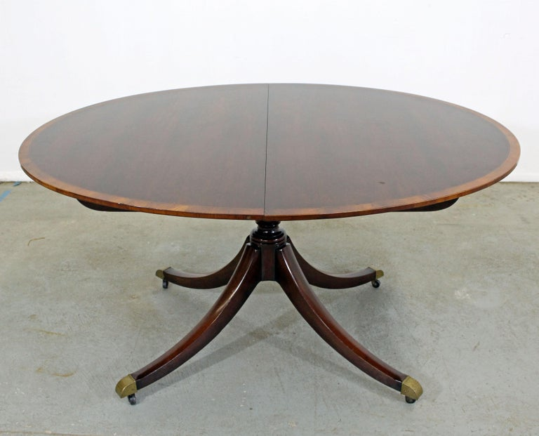 Chippendale Baker Cherry Banded Extendable Dining Table In Good Condition For Sale In Wilmington, DE