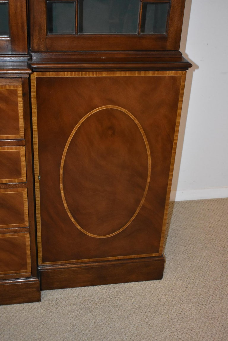 Chippendale Mahogany Breakfront Secretary Collectors Edition By Baker Furniture In Good Condition For Sale In Toledo, OH