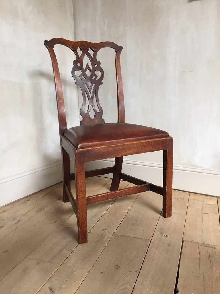 Great Chippendale chair with beautifully executed curves in finely grained mahogany. The Chippendale style was part of the English answer on French Rococo and incorporated oriental, classical and even gothic details. This resulted in a iconic look