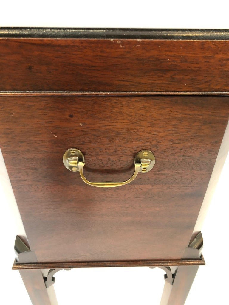 Chippendale Style Mahogany Williamsburg Edition Cellarette End Table In Excellent Condition For Sale In Hopewell, NJ