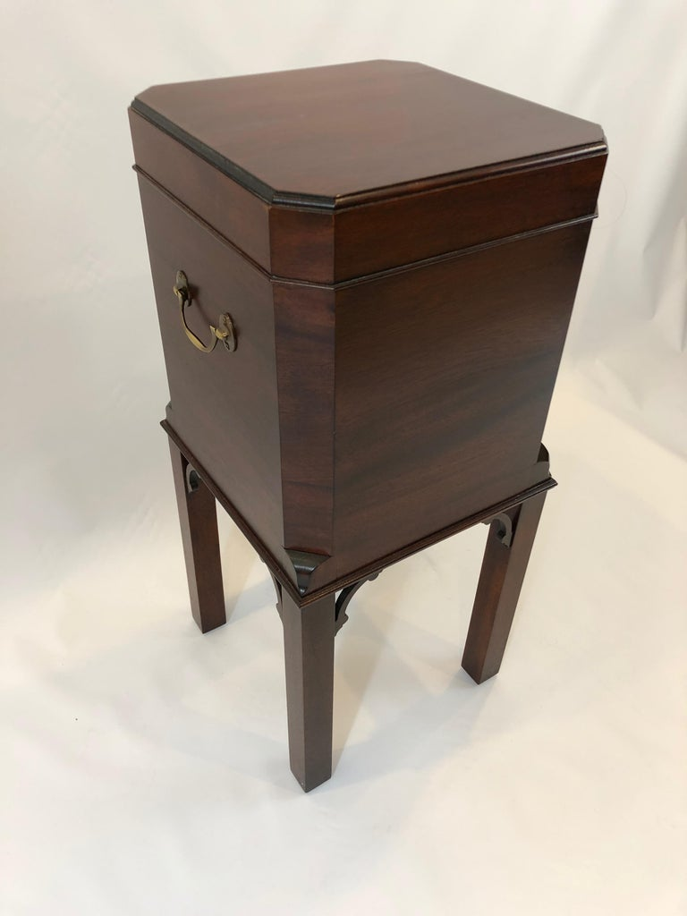 Chippendale Style Mahogany Williamsburg Edition Cellarette End Table For Sale 2