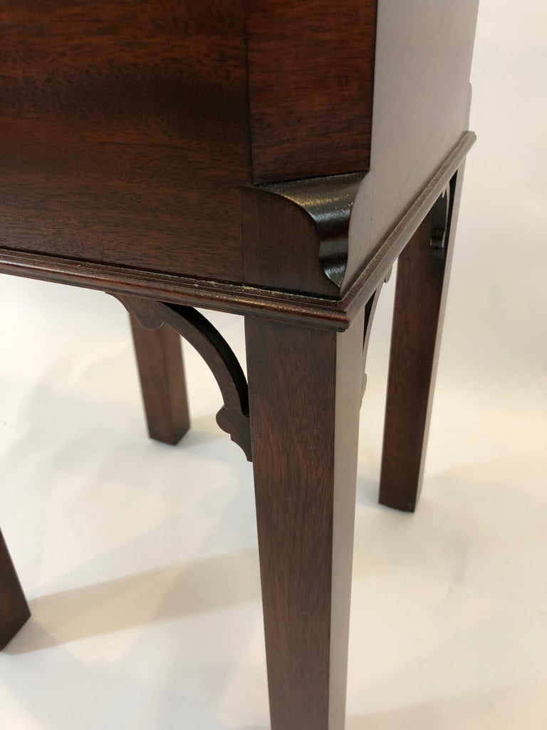 Chippendale Style Mahogany Williamsburg Edition Cellarette End Table For Sale 4
