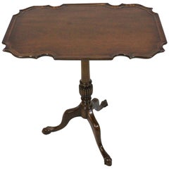 Chippendale Style Tilt-top Table with Pie Crust Top
