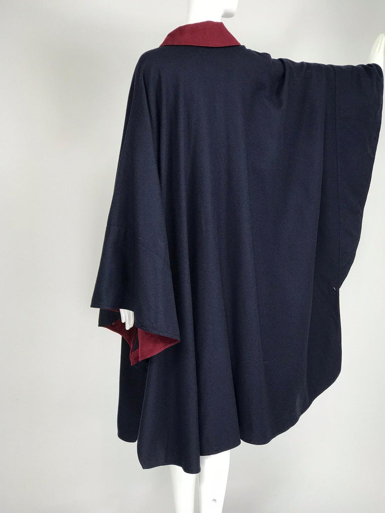 Chloe 1981 Blue and Wine Wool Cape Designed by Karl Lagerfeld Documented In Good Condition In West Palm Beach, FL
