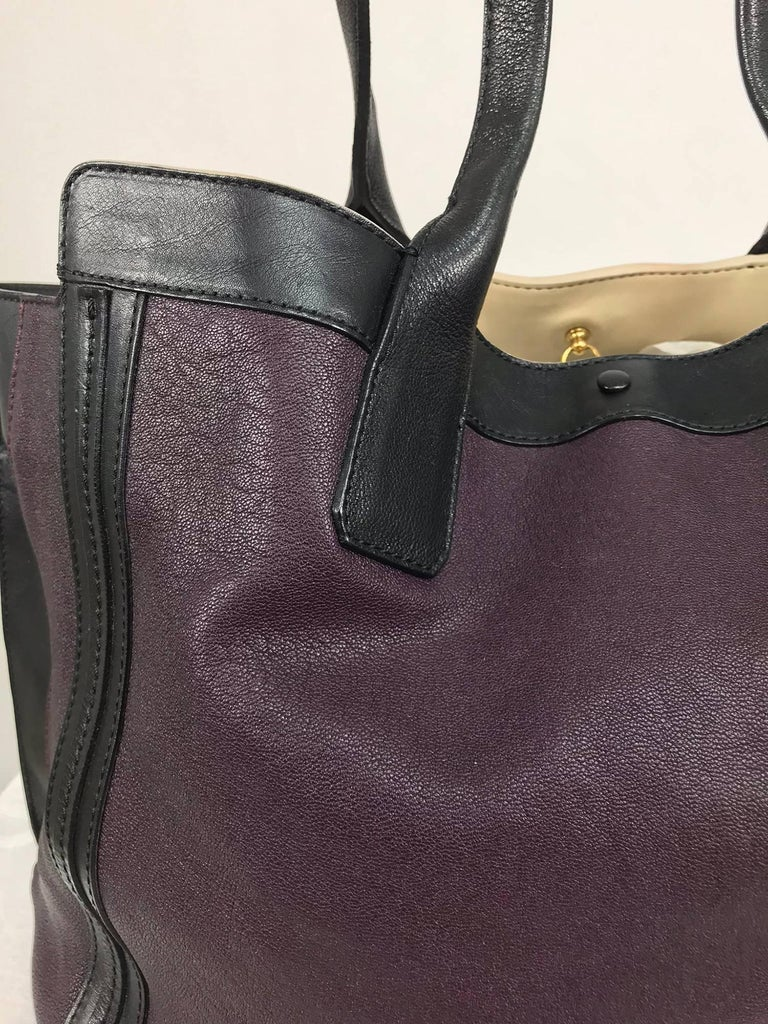 Chloe Alison East West tote in aubergine and black Large In Excellent Condition For Sale In West Palm Beach, FL