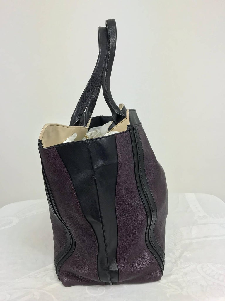 Women's or Men's Chloe Alison East West tote in aubergine and black Large For Sale