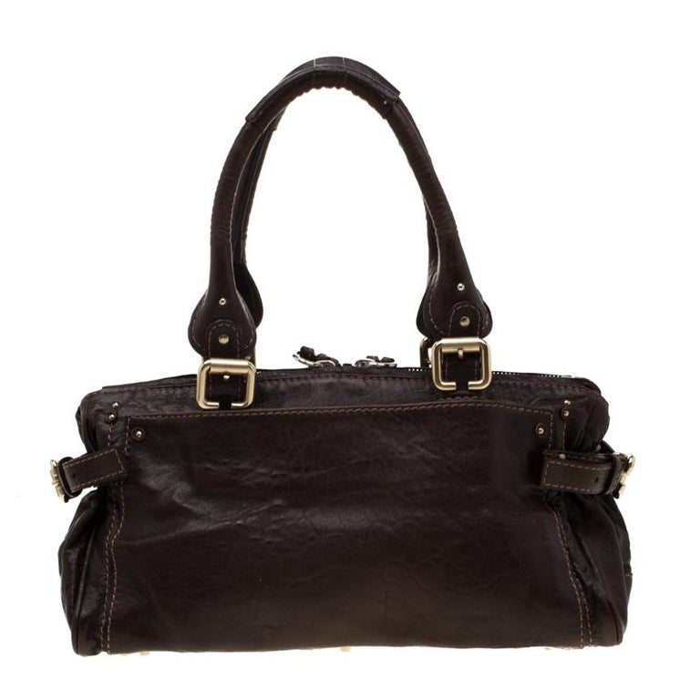 This Chloe Paddington capsule satchel is built to assist your impeccable style on all days. Gold-tone hardware accents with a chunky lock on the front easily attract all the attention. Crafted with leather, the brown bag has an interesting texture