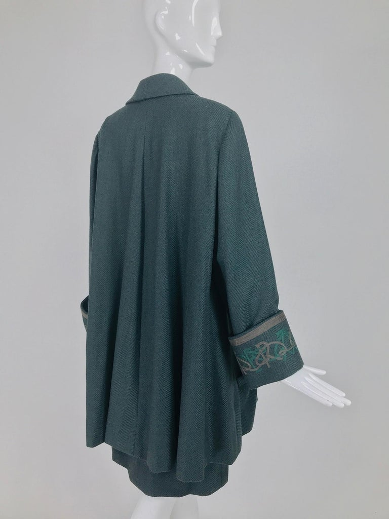 Women's Chloe embroidered teal wool swing jacket and skirt from the 1980s For Sale