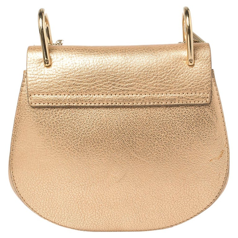 One of the most recognizable bags in the luxury world, Chloe's Drew bag was part of the label's fall/winter 2014 collection. It carries a distinct shape with minimal style detailing. This shoulder bag has been meticulously crafted from leather and
