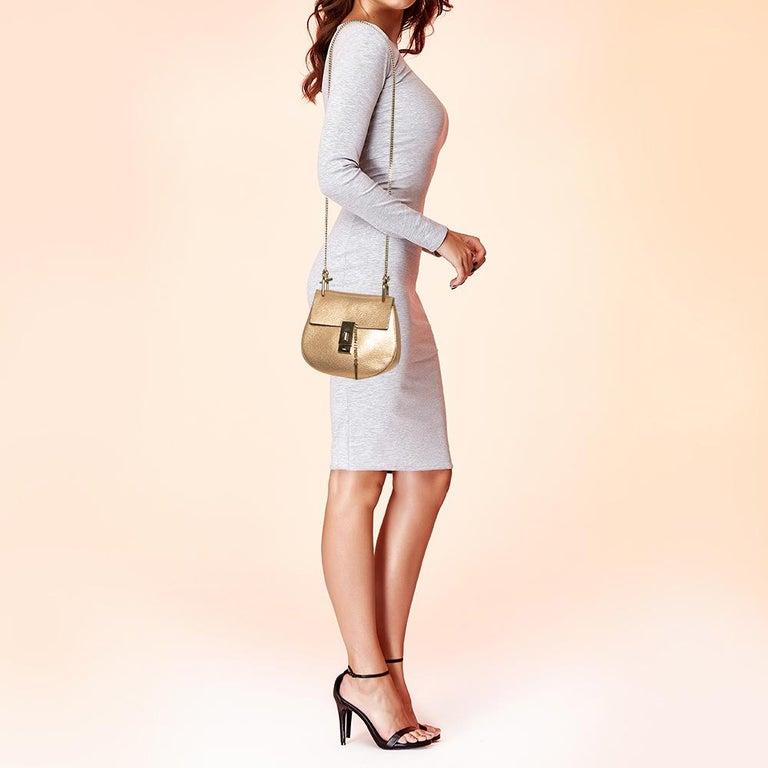 Chloe Metallic Rose Gold Leather Small Drew Shoulder Bag In Good Condition For Sale In Dubai, Al Qouz 2