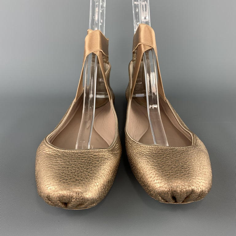 CHLOE ballet flats come in metallic rose gold textured leather with an elastic strap. Made in Italy.  Excellent Pre-Owned Condition. Marked: IT 40  Outsole: 10.5 x 3.5 in.