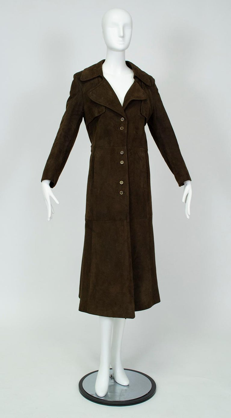 If you're thirsting for a sharp military trench with feminine flair, you've found mecca. With all the masculine features of the boys' version, this exquisite trench also includes a slightly flared skirt and fixed rear half-belt to add the grace of a