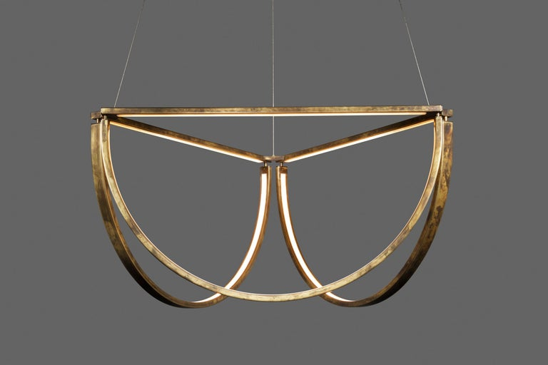 The Chord Cluster, the latest addition to the Chord collection, is a modern reinterpretation of a familiar form. The elegant semi-circular shapes are reminiscent of the swagging curves of a traditional crystal chandelier. Like its counterparts,