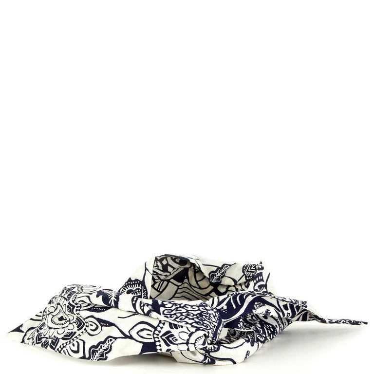100% authentic Christian Dior reversible toile de jouy savage and tropicalia headband from the Dior 2020 cruise collection in Indigo blue and off-white cotton. Has been worn once and is in excellent condition.  Width 9.5cm (3.7in)  All our listings