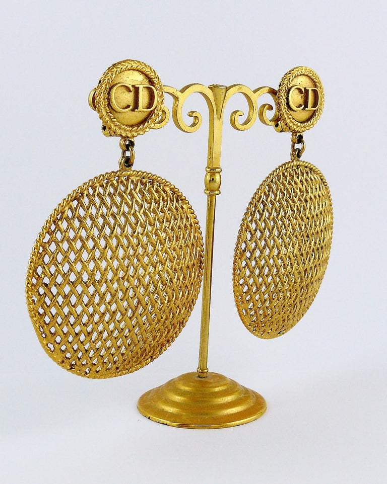 Christian Dior Boutique Vintage Massive Gold Toned Dangling Earrings In Excellent Condition For Sale In Nice, FR