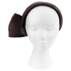 CHRISTIAN DIOR c.1950s Brown Woven Straw Sweeping Knife Pleat Crown Cap Hat