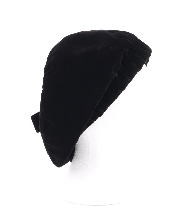 CHRISTIAN DIOR Chapeaux c.1960's Marc Bohan Black Gathered Velvet Beret Hat In Good Condition For Sale In Thiensville, WI