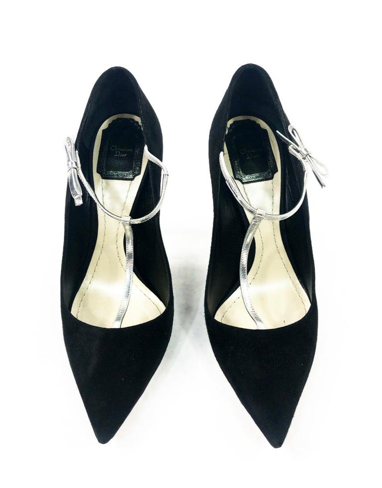 Christian Dior COQUETTE Pump 10mm Black Suede w/ Silver Leather Bow Size 38 In Excellent Condition For Sale In  Beverly Hills, CA