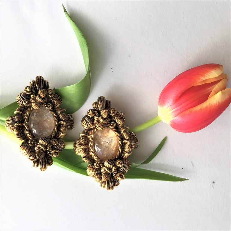 CHRISTIAN DIOR ear clips gold plated 2000s In Excellent Condition For Sale In Stuttgart, DE