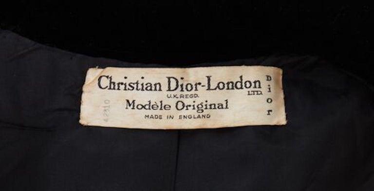 Christian Dior, Evening coat in black silk velvet, circa 1956 For Sale 2