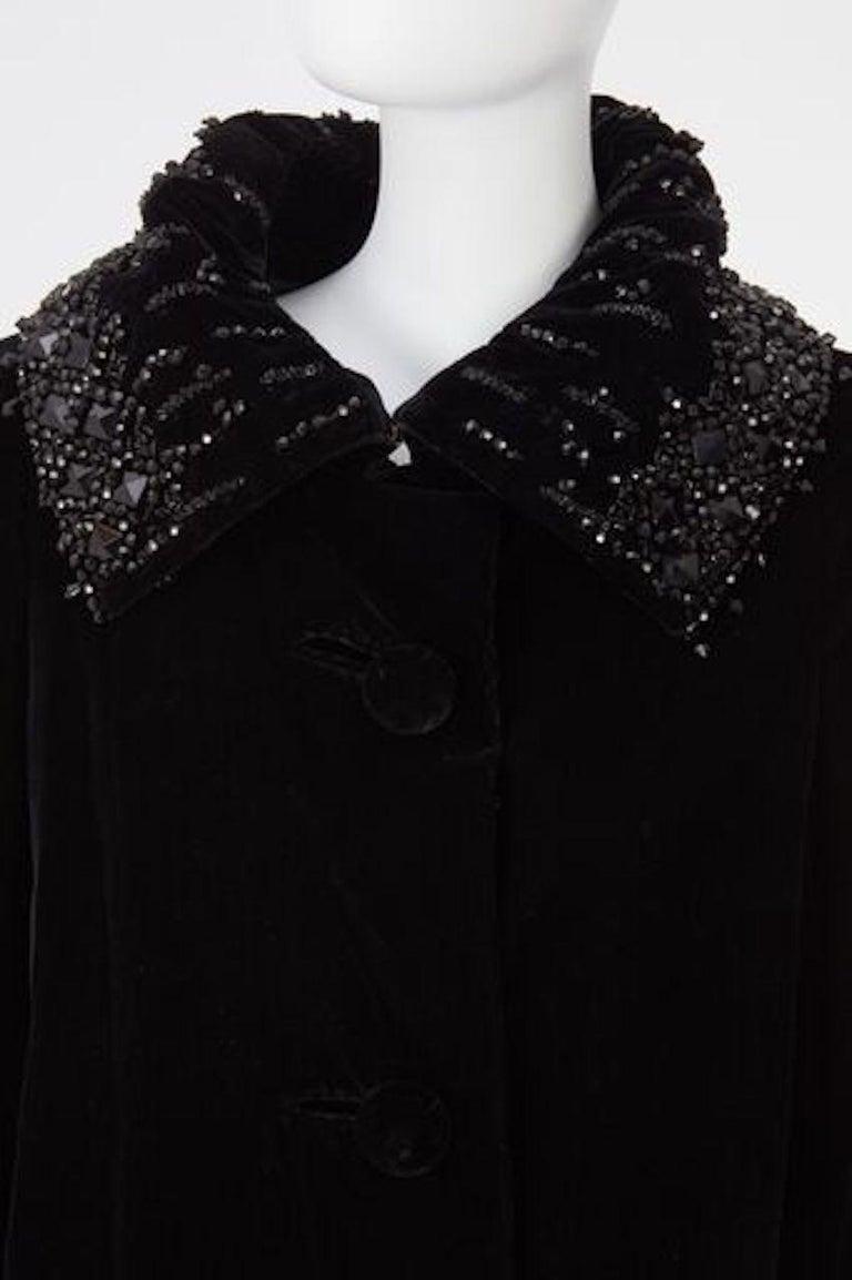 Christian Dior, Evening coat in black silk velvet, circa 1956 For Sale 3