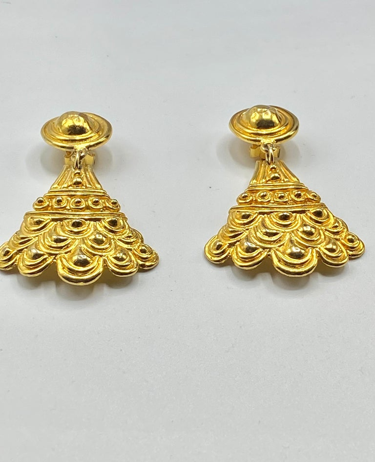 Christian Dior, Grosse Germany Etruscan Style Pendant Earrings from 1974 In Good Condition For Sale In New York, NY