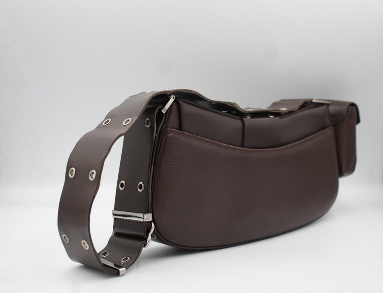 Super nice Christian Dior by John Galliano Columbus Handbag., in brown leather. Good condition some light signs of use.  With its small pocket on the removable side  30cm x 15cm x 10cm