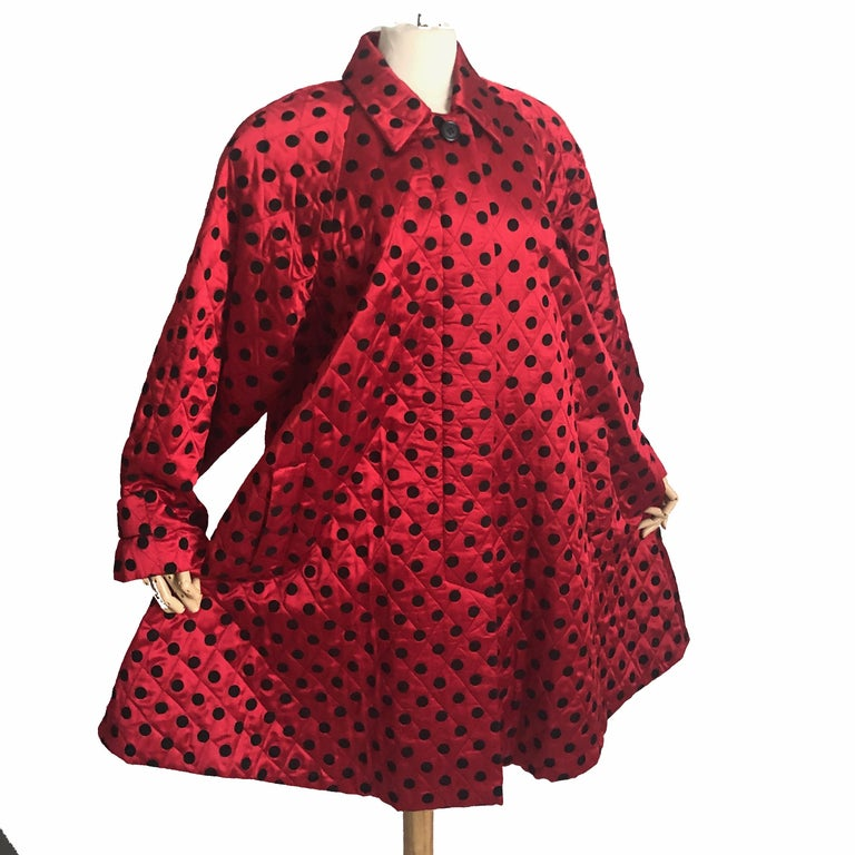 Christian Dior Polka Dot Evening Coat Voluminous Silk Satin Red Vintage Sz 10 In Good Condition For Sale In Port Saint Lucie, FL