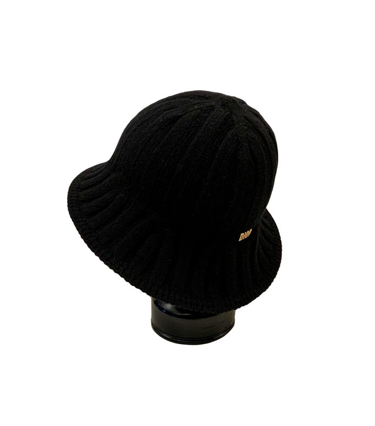 This knit hat from the house of Christian Dior is designed in a tulip flower shape giving its name the Arty Heather Tulip !  Collection: Pre-Fall 2019 Ready to Wear Fabric: 94% wool, 5% nylon, 1% polyurethane Color: black Size: U Measurements: