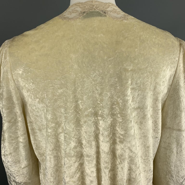 CHRISTIAN DIOR Size M Cream Crushed Velvet Lce Trim Cropped Robe Top For Sale 2