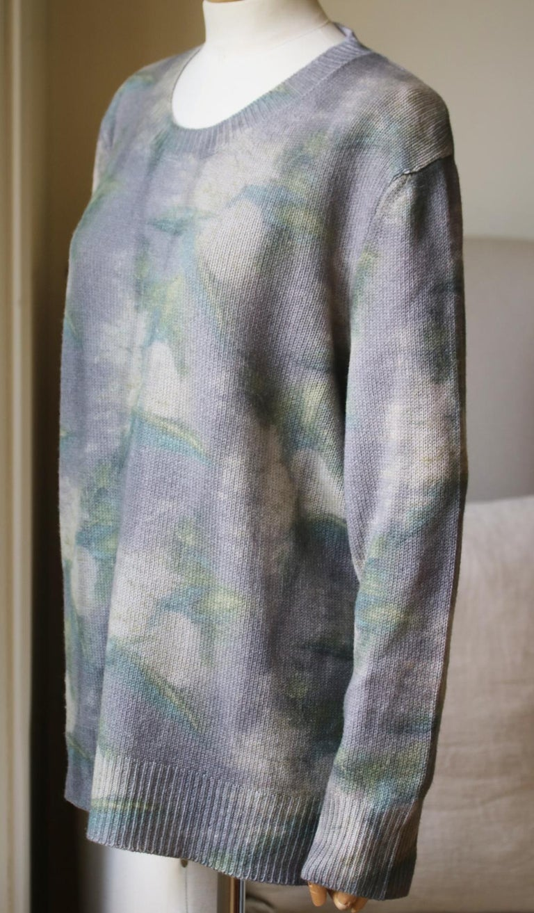 The tie-dye sweater combines this collection's emphasis on cool patterns and luxurious textiles. Crafted from pure cashmere in a tie-dye pattern, this piece is accented with an embroidered bee to give a nod to the classic Dior symbol. Long sleeves.