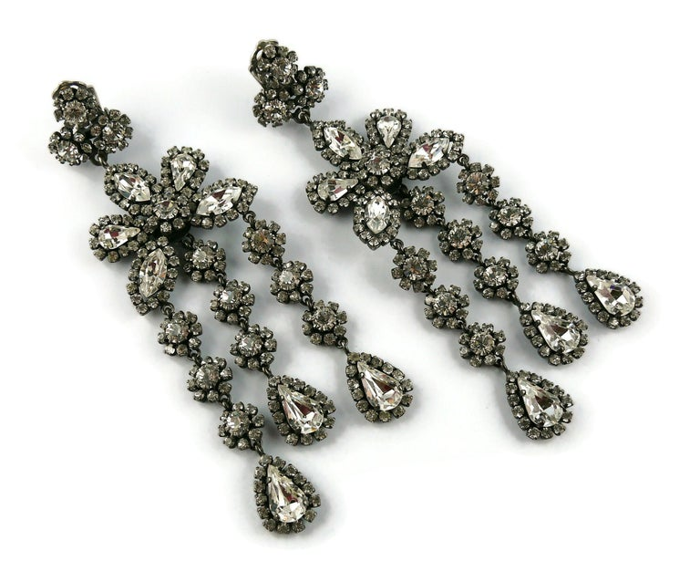 Christian Dior Vintage Jewelled Shoulder Duster Dangling Earrings In Excellent Condition For Sale In Nice, FR
