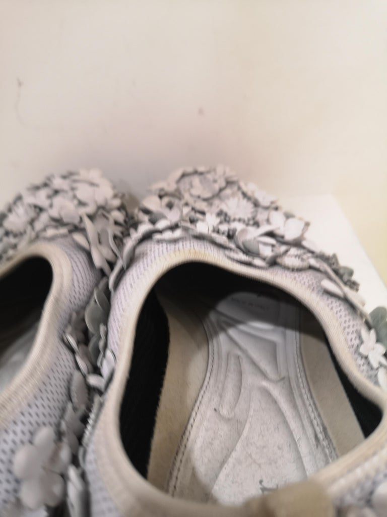 Christian Dior White flowers Shoes unworn For Sale 6
