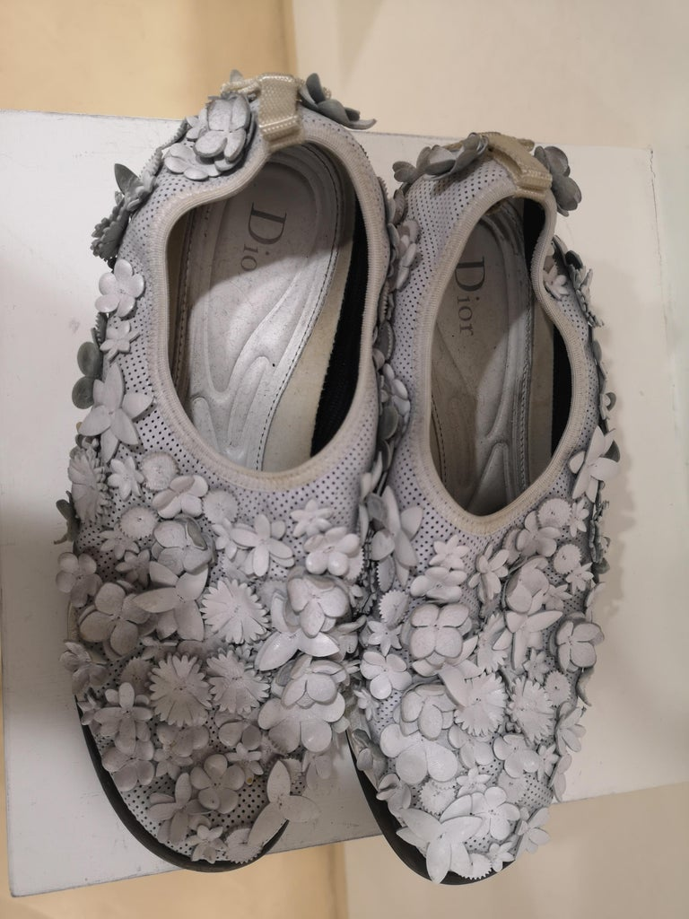 Christian Dior White flowers Shoes unworn size 39