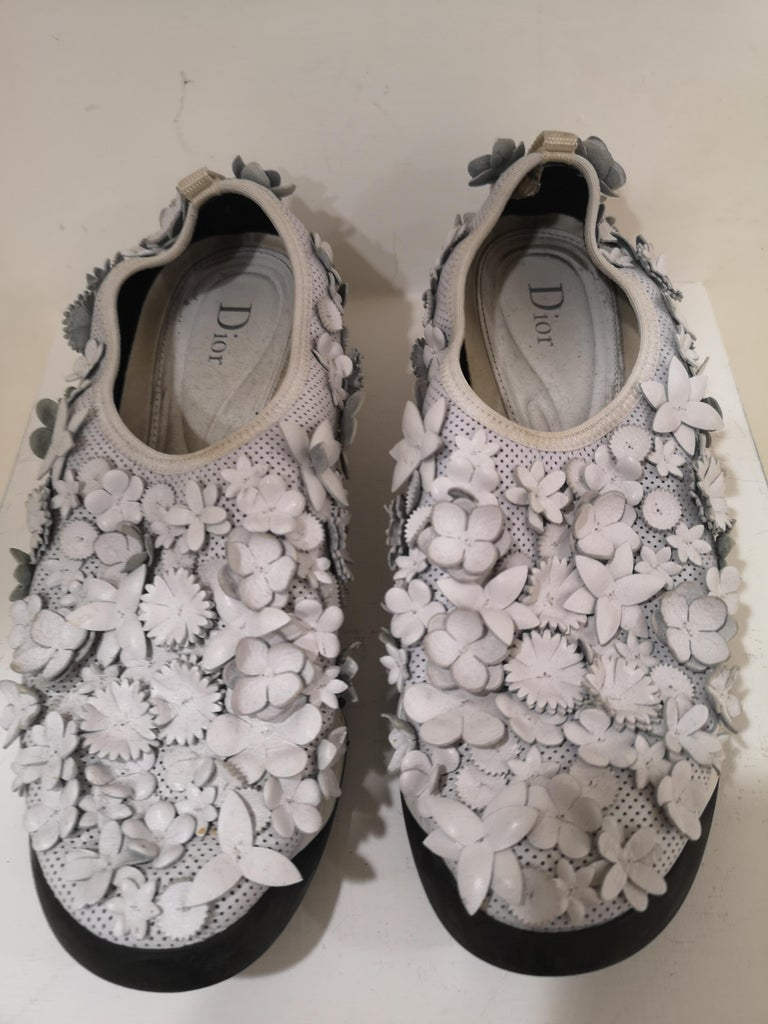 Christian Dior White flowers Shoes unworn In Excellent Condition For Sale In Capri, IT
