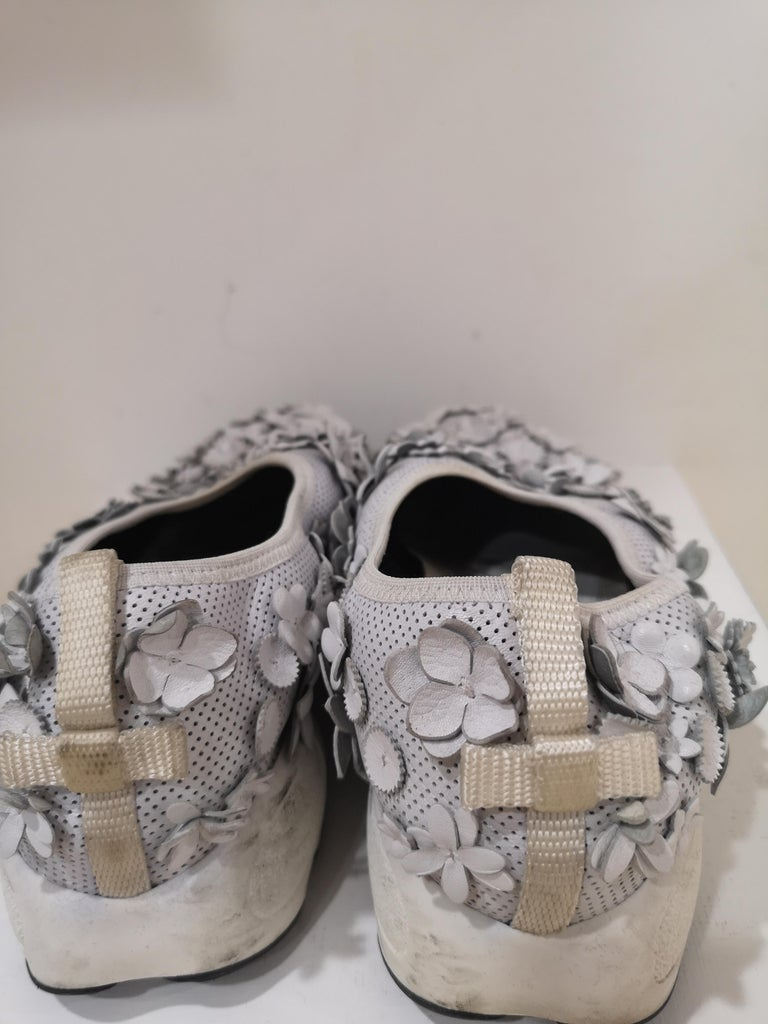 Christian Dior White flowers Shoes unworn For Sale 4