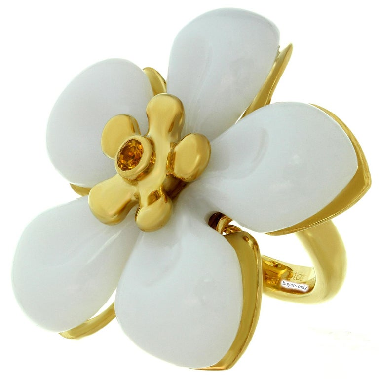 Christian Dior White Jade Sapphire Yellow Gold Flower Ring In Excellent Condition For Sale In New York, NY