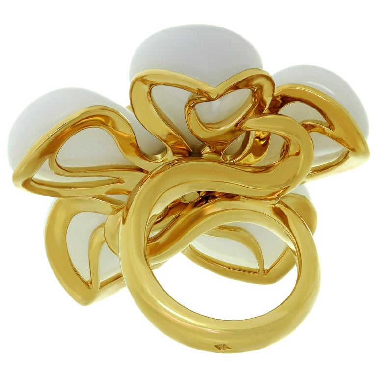 Christian Dior White Jade Sapphire Yellow Gold Flower Ring For Sale 2