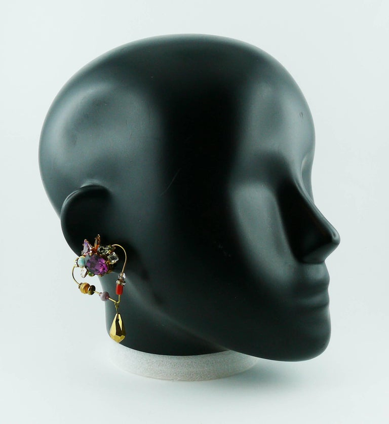 Christian Lacroiix Vintage Jewelled Heart Dangle Earrings In Good Condition For Sale In Nice, FR