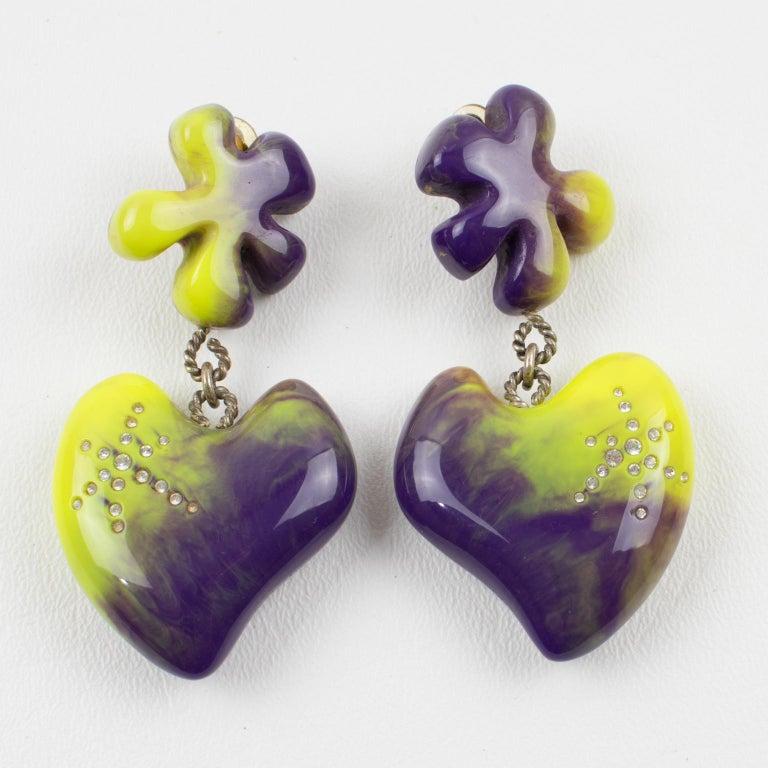 Christian Lacroix Dangle Clip Earrings Purple Pistachio Resin Heart In Excellent Condition For Sale In Atlanta, GA