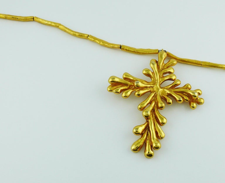 Christian Lacroix Vintage Gold Toned Cross Pendant Necklace In Good Condition For Sale In Nice, FR
