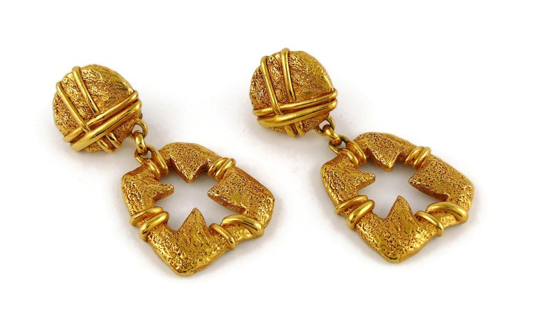 Christian Lacroix Vintage Gold Toned Cut Out Cross Dangling Earrings In Good Condition For Sale In Nice, FR