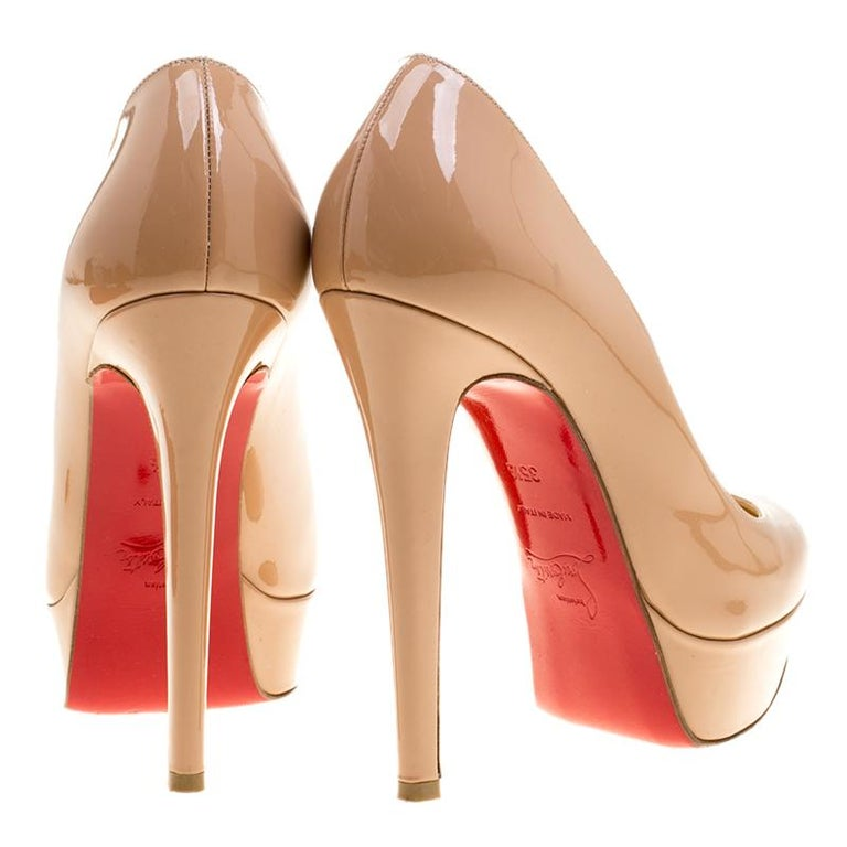 Christian Louboutin Beige Patent Leather Bianca Platform Pumps Size 35.5 In Good Condition For Sale In Dubai, AE
