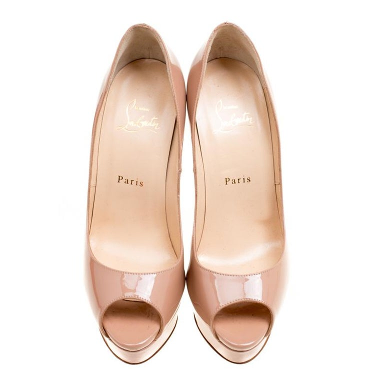 These subtle beige Lady Peep Toe pumps from Christian Louboutin are all you need to create your own sunshine! They are crafted from patent leather and feature a peep-toe silhouette. Comfortable leather lined insoles, 14.5 cm towering stiletto heels,