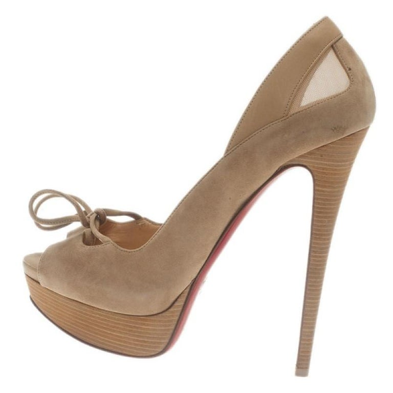 Christian Louboutin Beige Suede Mavela Bow Platform Pumps Size 40 In Good Condition For Sale In Dubai, AE