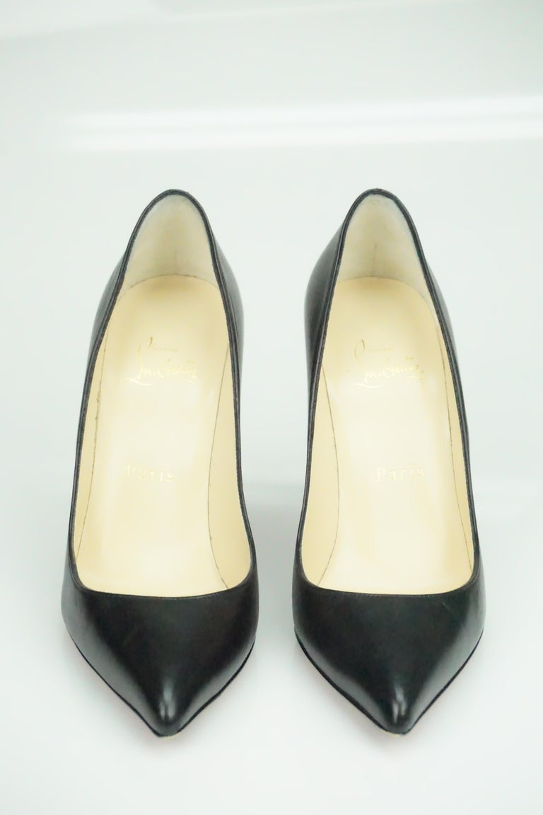Christian Louboutin Black Leather Pumps w/ Pointed Toe - 36.5 In Good Condition For Sale In Palm Beach, FL