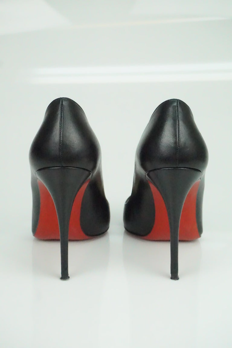 Women's Christian Louboutin Black Leather Pumps w/ Pointed Toe - 36.5 For Sale