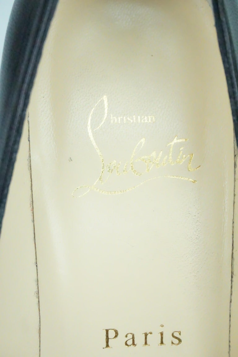 Christian Louboutin Black Leather Pumps w/ Pointed Toe - 36.5 For Sale 3