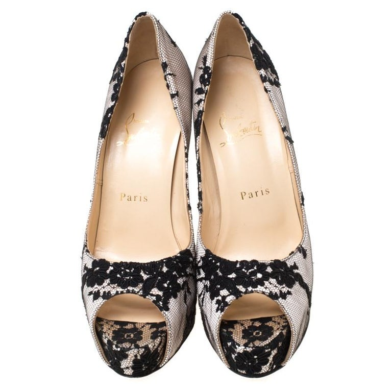 This stunning pair of Very Prive pumps from Christian Louboutin are sure to add some class to your outfits. The peep-toe pumps have been crafted from satin and lace, and they come with comfortable leather insoles. They are complete with 13 cm heels,