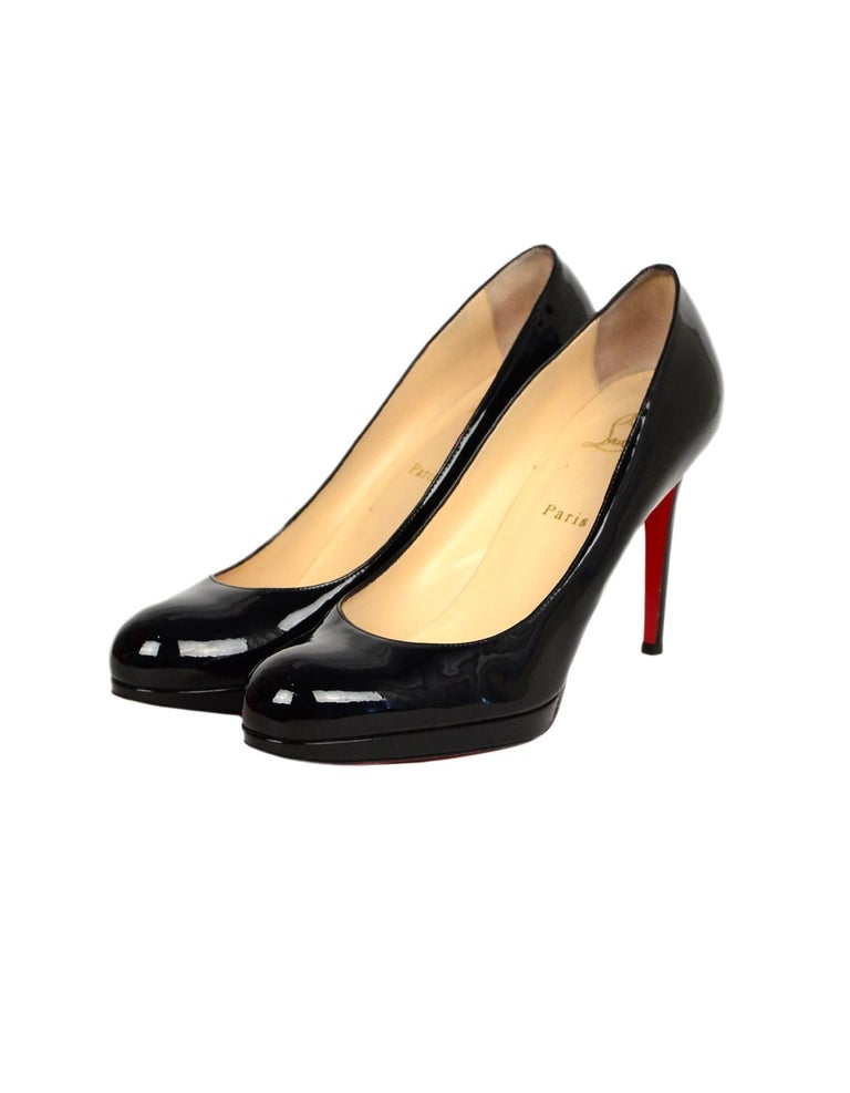 Christian Louboutin Black Patent Leather Simple Pump Sz 41 W/ DB In Excellent Condition For Sale In New York, NY